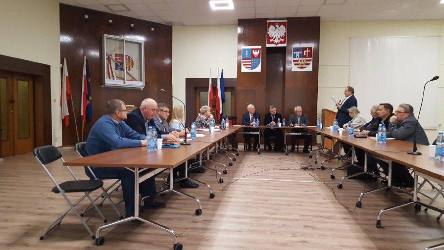 Spotkali się na nadzwyczajnej sesji Rady Powiatu