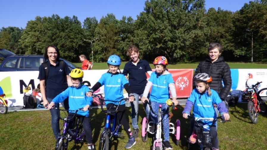 Młodzi Sportowcy z SOSW Niemienice na Pikniku Rowerowym Olimpiad Specjalnych w Warszawie