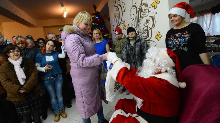 Prezenty od Mikołaja dla mieszkańców Domu Pomocy Społecznej w Zochcinku