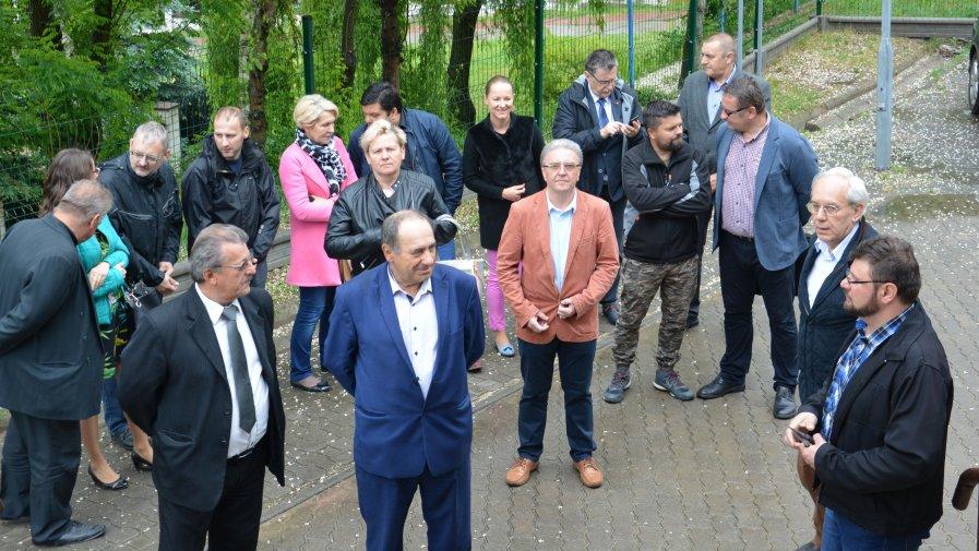 W zakończeniu, odbiorze inwestycji wzięły udział Radni Rady Powiatu Opatowskiego i Radni Rady Miasta i Gminy Ożarów.