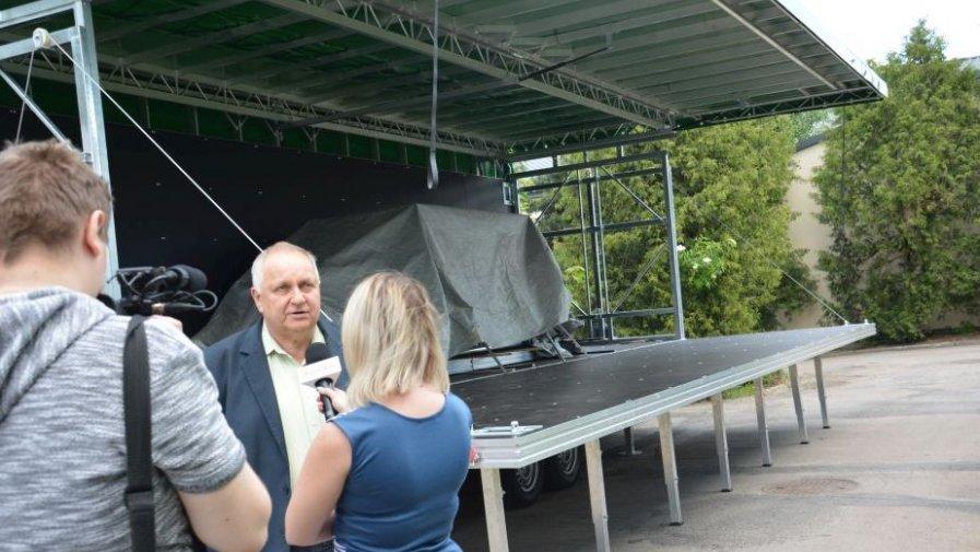 Powiat opatowski kupił mobilną scenę