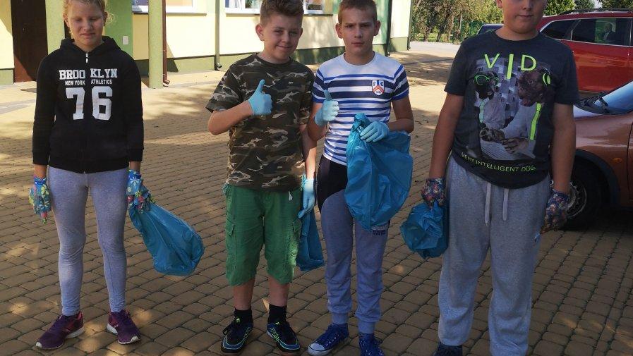 Uczniowie Specjalnego Ośrodka Szkolno-Wychowawczego w Dębnie sprzątali świat