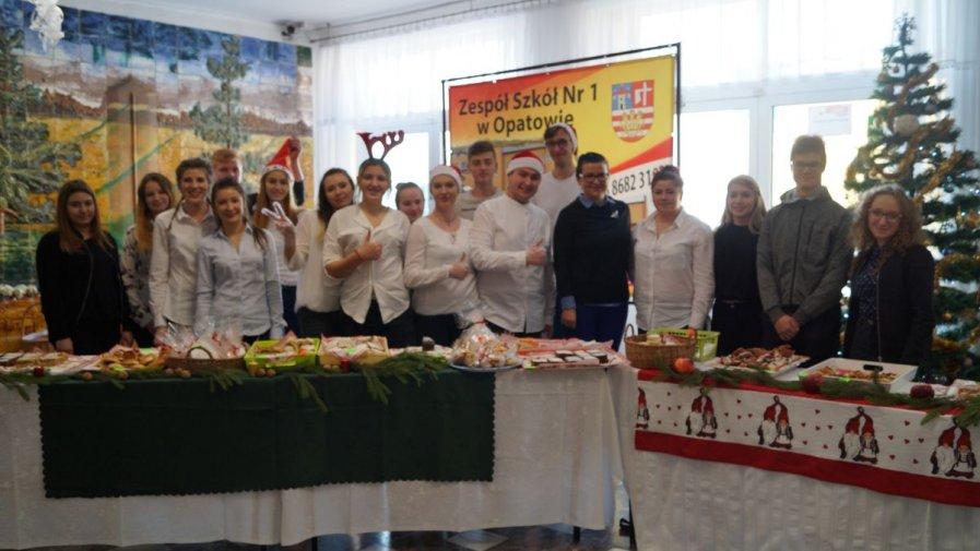 Świąteczny kiermasz słodkości w Zespole Szkół numer 1 w Opatowie