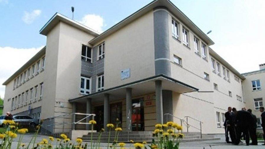 Zespół Szkół numer 2 w Opatowie, w skład którego wchodzi Liceum Ogólnokształcące imienia Bartosza Głowackiego