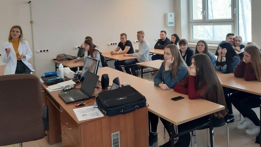 """Uczniowie z Zespołu Szkół u """"Skłodowskiej"""" na Uniwersytecie Medycznym w Lublinie"""