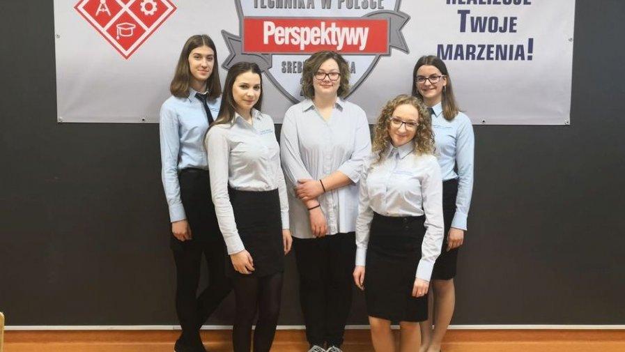 Pięć uczennic Technikum z Zespołu Szkół nr 1 w Opatowie stypendystkami Marszałka