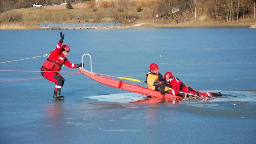 """Szkolenie z zakresu ratownictwa na lodzie oraz wodach roztopowych z wykorzystaniem systemu """"woda-lód"""""""