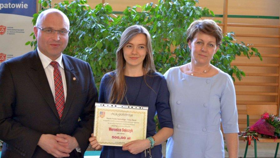 Uroczyste zakończenie roku szkolnego przez uczniów klas maturalnych w Zespole Szkół numer 2 w Opatowie